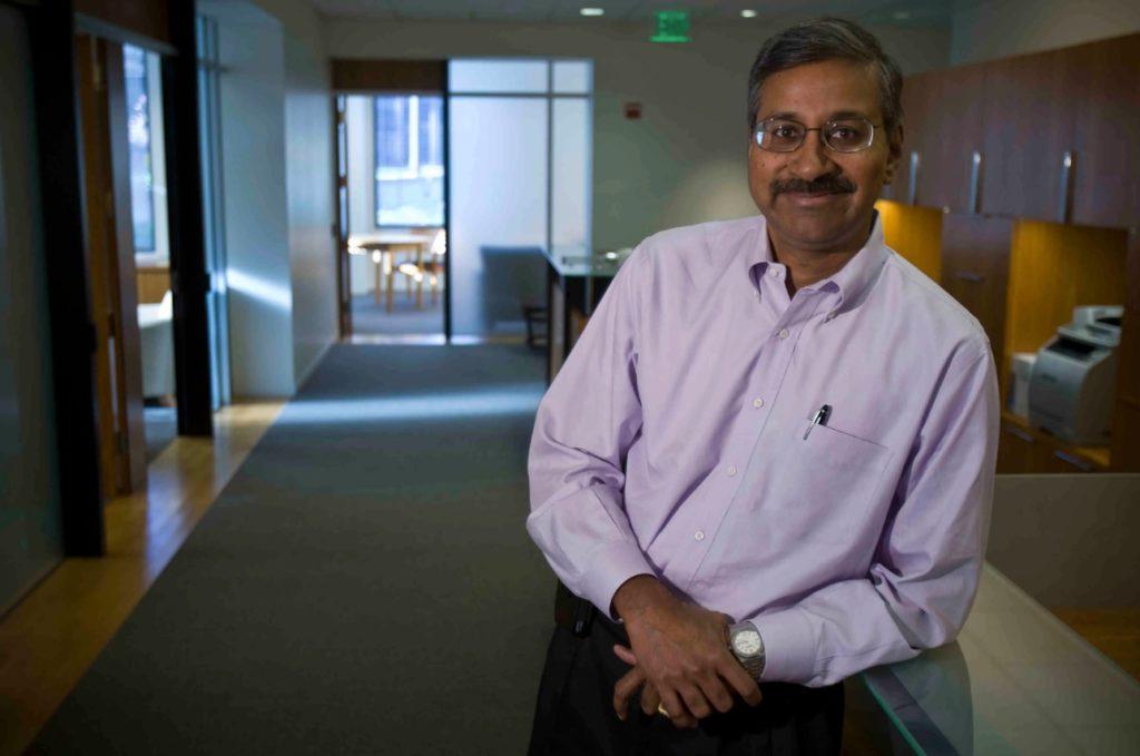 Кавитарк Рэм Шрирэм (1956/57 г.р.) - американский бизнесмен-миллиардер индийского происхождения. Он является бизнес-ангелом и одним из первых инвесторов Google. Ранее он работал в Amazon на Джеффа Безоса.